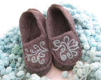 Gray Wool Knit Felted Moccasin Slipper Ladies Sizes 5, 6, 7, 8, 9, 10,  Made to Order, Scroll Work Design, Cozy Handmade Slippers, Mocs
