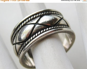 HOLIDAY SALE Vintage Criss Cross Design Sterling Silver Band Ring size 9 1/2