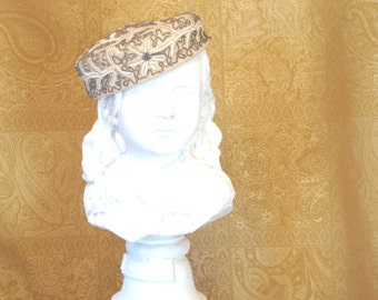 1950's Beaded Pill Box Hat / Vintage 1950s Pill Box Hat / Beaded cream colored Marche hat / 1950s Woman's hat / Vintage hat