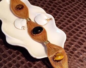 Tiger eyes set on a gold mesh bracelet