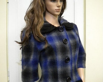 Coat - jacket can be short or long by zipper made of woolen textiles