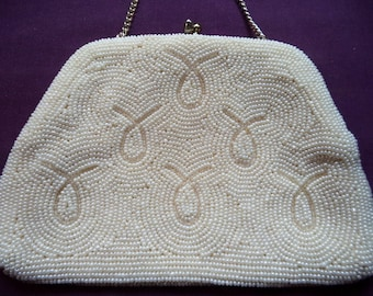 1950s White Beaded Evening Bag. Beaded Evening Bag. Small Beaded Purse. Purse with Chain. Satin Lining.  Bridal Accessory. Wedding Purse