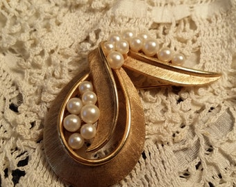 STYLISH Brushed Goldtone & Faux Pearl Pin by Crown Trifari VINTAGE