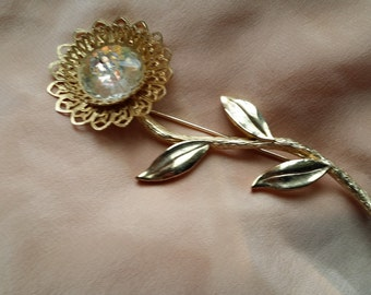 BEAUTIFUL Goldtone Flower Pin w/ Scalloped Rivoli Type Center VINTAGE