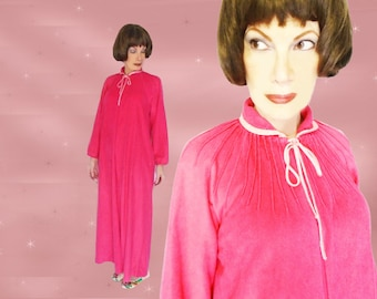 Plus Size Robe Is a Full Length Robe, a Plush Fleece Robe, 60s Pink Bathrobe, Oversize Housecoat That Zips Up, Plus Size Dressing Gown