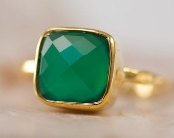 HOLIDAY SALE - Green Onyx Ring Square Gold - Green Stone Ring - Gold Ring - Bezel Set Ring - Statement Ring - Cushion Cut