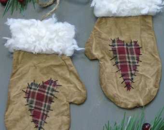 Primitive Christmas Mitten Bowl Fillers - Flat Mittens with Hearts - Muslin Grungy Fabric - Primitive Holiday Decor - Christmas Ornaments