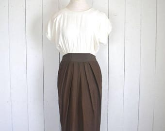 15% OFF - 7 Day Sale Vintage Wiggle Dress - 1980s Does 60s Dress - Two Tone White Brown Dress - Small S / Medium M
