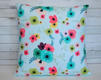 Blue floral throw pillow cover. 20x20 cushion cover. Blue cushion. Floral pillow. Shabby chic pillow. Shabby chic decor. Bed pillow.