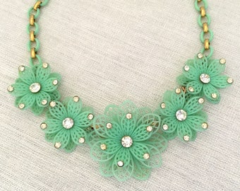Summer Jewelry Flower Necklace for Her - Wife Flower Jewelry Necklace - Lightweight Green Floral Collar Necklace - Garden Party Jewelry