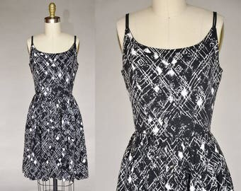 Vintage 50s Black and White Pattern Printed Sleeveless Dress Cinched Waist Full Skirt