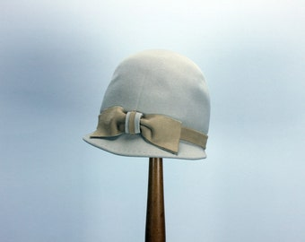 ANTELOPE FELT Cream Light Tan Ivory Off White Hat Equestrian Horse Riding Jockey CLOCHE Derby Style Bow Retro Modern Mid-Century Ann Marie