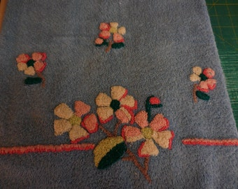 Vintage Martex Bath TOWELS and Washcloths with Chenille FLOWERS - Blue Towels and Washcloths with PINK and White Chenille Posies - 5 Pieces