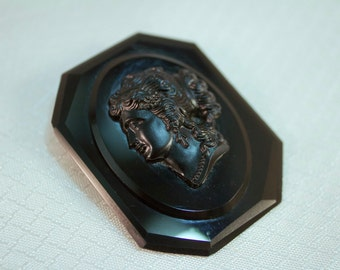 c1900-1910 Victorian Mourning Black Glass Cameo Brooch