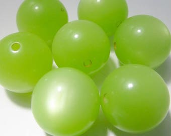 16 Vintage 14mm Melon Green Lucite Moonglow Beads Bd1937