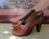 RESERVED Size 4.5 1940s 50s Alligator Slingback Heels by Sandalia Betrán