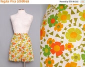 ON SALE 1960s Floral High Rise Shorts / Vintage 60s High Waisted Shorts / Small