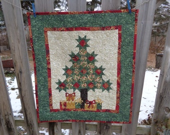 Little Evergreen Large Quilt, Christmas Quilt, Holiday Quilt 1210-03