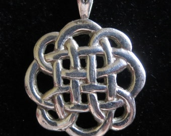 Vintage sterling silver Celtic knot pendant necklace 925 5.5g (6270)