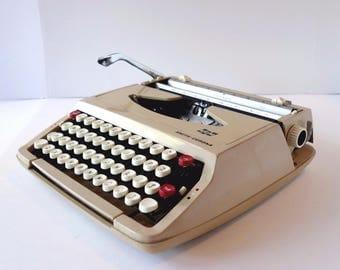 Smith Corona Corsair Portable Typewriter Hard Case Vintage Industrial Beige SCM Typewriter