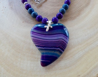 18 Inch Purple and Blue Striped Stylized Heart Pendant Necklace with Earrings