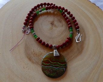 19 Inch Red and Green Fire Agate Pendant Necklace with Earrings