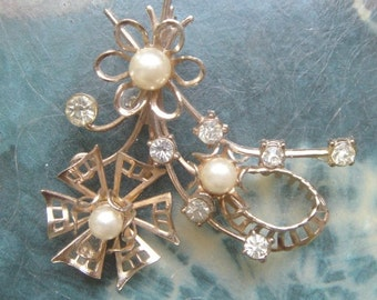 1960s RHINESTONE and PEARL Flower Pin - perfect vintage Brooch for the lapel of your new winter coat