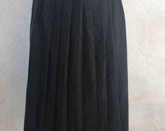 Vintage Preppy Classic gray wool pleated skirt by ALAN AUSTIN 1982