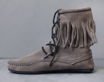Original MINNETONKA vintage thick soft grey suede leather fringe moccasin flat slouchy ankle boots shoes 6