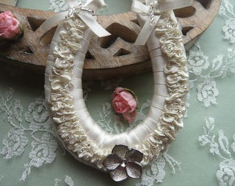 Small Ivory Frilly Horseshoe