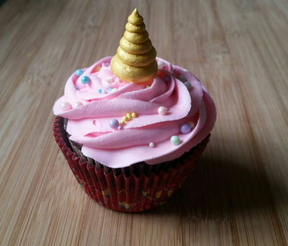 Cupcake Decorating Ideas With Royal Icing : Royal icing unicorn horns Cupcake toppers cake decorations