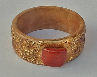 Hammered Gold (Leaf) on Cream-Colored Olivewood Bangle/Bracelet with Reddish-Brown Jasper