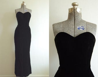 1980s A.J. Bari Black Velvet Sweetheart Neckline Full Length Dress Evening Gown Size 2