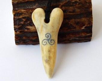 Triskele necklace, Triskele pendant, Triskelion, Celtic jewelry, Nordic pendant, Teen wolf pendant, Bdsm symbol, Norse charm, Viking jewelry
