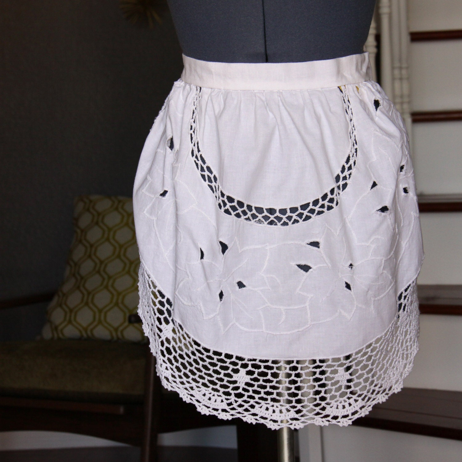 white aprons for women embroidered crocheted apron vintage. Black Bedroom Furniture Sets. Home Design Ideas
