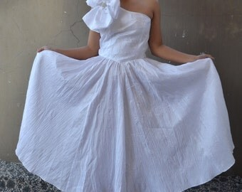 Vintage 80's dress white party prom 1980's crape material over sized bow flower with diamond diamantes off shoulder teen maxi