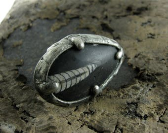 Large ORTHOCERAS FOSSIL Ring • vintage style silver gothic ring