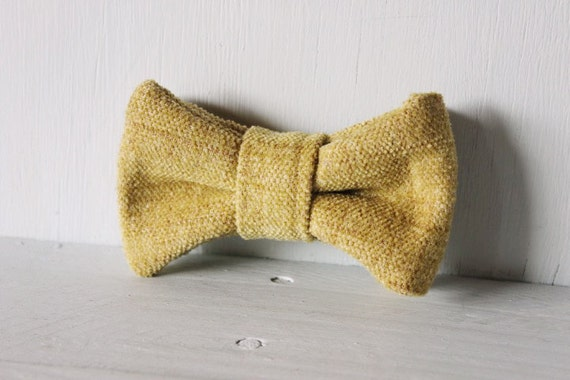 Dog bow tie >> Olive green felt/ textured Christmas bow with elastic >> Pet gift