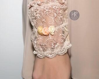 Wide bracelet for money . Bracelet purse . Lace bracelet for money beige . Wrist Wallet . Оnly  small size!