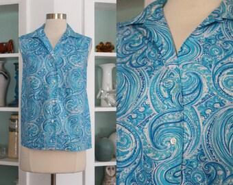 1960s Sleeveless Blouse / Vintage 60s Blue White Paisley Swirl Novelty Print Cotton Blouse / Rockabilly Mod / Pin Up 50s- S