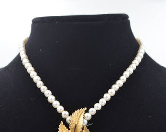 beautiful handmand pearl pendant necklace