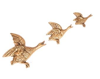 Mid Century Brass Bird Wall Hanging, Brass Duck Decor, Flying Geese Set, Goose Wall Plaque Decor, Retro Flying Birds, Vintage Brass Goose