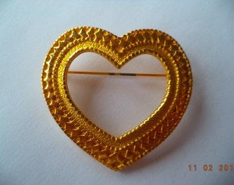 Vintage Signed Danecraft Goldtone Detailed Heart Brooch/Pin