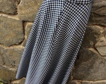 "Vimtage Navy blue and White gingham maxi length skirt // XS// 23"" waist // Bohemian // 1970's // Metal Zipper"