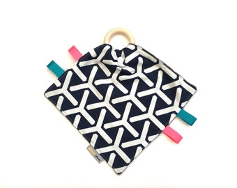Organic Comforter - Organic Taggie -  Wooden Teether - Geometric Taggie - Teething Blanket - Baby Comforter - Baby Taggie - SALE - LAST ONE