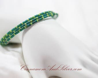Peacock Green and Blue Teal Hippie Seed Bead Adjustable Memory Wire Bangle Bracelet, Teal Memory Wire Bracelet, Coil Wrap Seed Bead Bracelet