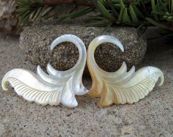 One pair of 8G  Hand carved  Mother of pearl ,  Wedding gauges, Organic ,  Body Jewelry L2261
