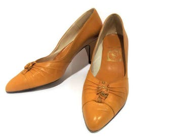 Vintage Yellow Ochre Leather High Heels/ Vintage 1960's Pumps/ Size 9M Mustard Yellow High Heels/ Women's Shoes/ Mid-Century Juliana Shoes