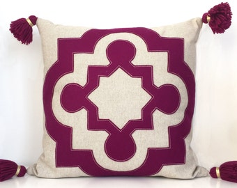 "Berry Quatrefoil Pillow on Oatmeal Linen with Handmade Tassels, large 18"""