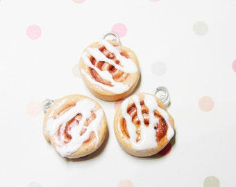 Cinnamon Roll Necklace - fall, autumn, handmade necklace, food jewellery, food necklace, polymer clay